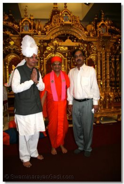 Acharya Swamishree gives His blessings to Mr. Ashok Bhatt