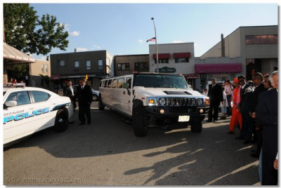 Acharya Swamishree and sants arrive in Hummer stretch limo
