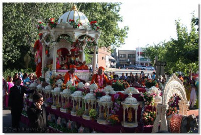 Jeevanpran Swamibapa, Acharya Swamishree, and eminent sants are seated on the beautiful chariot