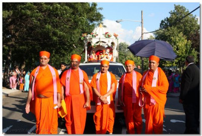 Sants stand in front of the chariot and are given Acharya Swamishree's divine darshan