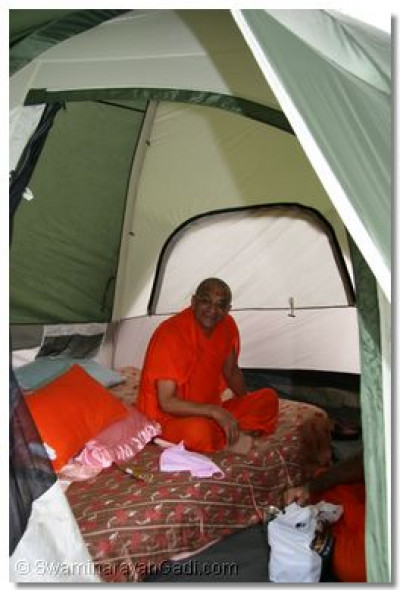 Divine darshan of Acharya Swamishree seated in His tent