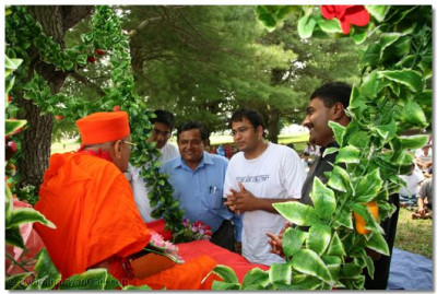 Disciples are blessed with the opportunity to swing Acharya Swamishree