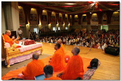 Sants and disciples listen to Acharya Swamishree's blessings