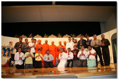 Acharya Swamishree blesses all the performers and disciples who had helped out with the drama