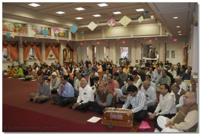 Disciples perform kirtan-bhakti