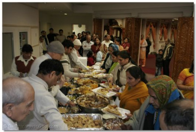 Disciples have prasad after Mangla Aarti