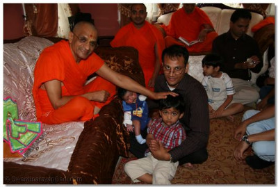 Acharya Swamishree blesses a young disciple in New Jersey