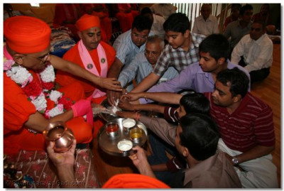 Acharya Swamishree and disciples perform panchamrut snan at the disciples' home in New Jersey