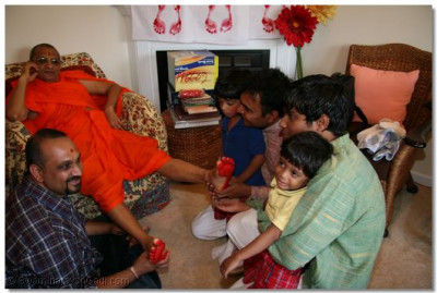 By visiting their homes, Acharya Swamishree gives unforgettable memories for the disciples