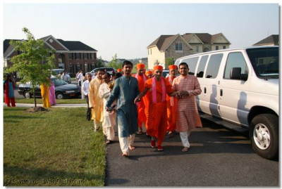 Disciples lead Acharya Swamishree to their home