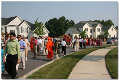 A procession was held to welcome Acharya Swamishree to Delaware