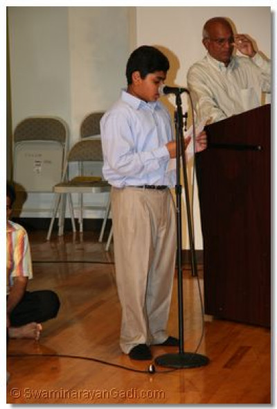 A young disciple gives a speech about the glory of Lord Swaminarayanbapa Swamibapa