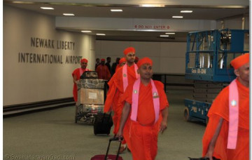Acharya Swamishree's Arrival in the US