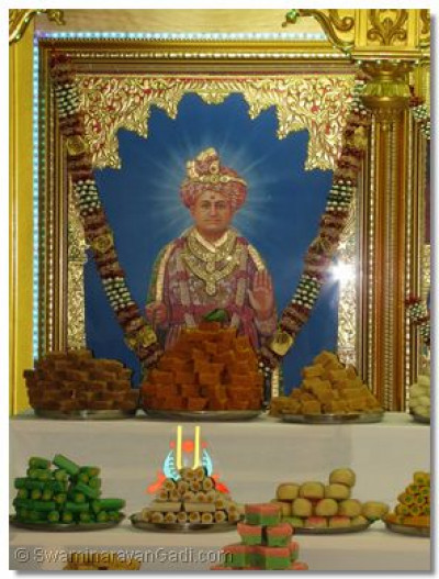 The divine darshan of Jeevanpran Shree Abji Bapashree