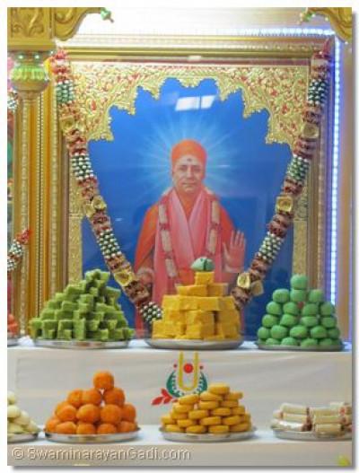 The divine darshan of Shree Muktajeevan Swamibapa