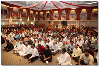 Hundreds of disciples from all over the globe gathered in the Muktajeevan Swamibapa Hall for the Gurupoornima celebration
