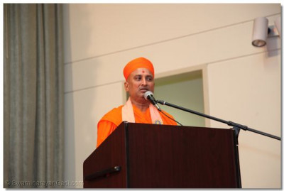 Sadguru Shree Bhagwatpriyadasji Swami speaks of Acharaya Swamishree's incredible accomplishments and all of the great things He has done for our satsang