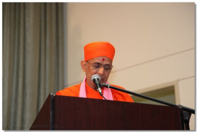 Sant Shiromani Shree Prashantswarupdasji  Swami tells a story in English about the omnipresence of Lord Shree Swaminarayan in honor of the Gurupoornima celebration