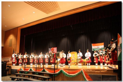 Swamibapa Pipe Band performed a fifteen-minute stage performance for the audience with a mixture of American and Indian melodies