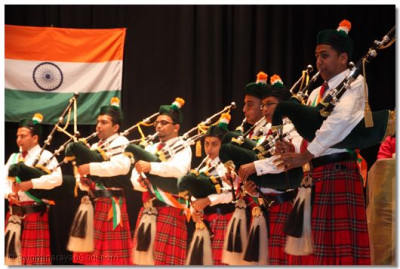 Many pipers gathered to celebrate their mother country's independence day