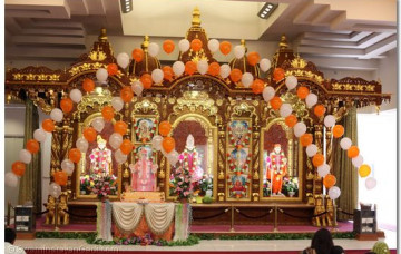 Acharya Swamishree's Pragatya Din Celebration