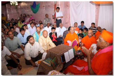 Disciples listen closely to His Divine Holiness Acharya Swamishree's divine ashirwad