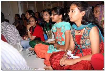 Many young disciples came to get the divine darshan of Acharya Swamishree and sants