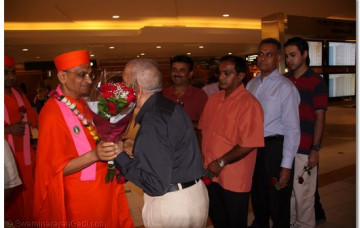 Acharya Swamishree's West-Coast Vicharan