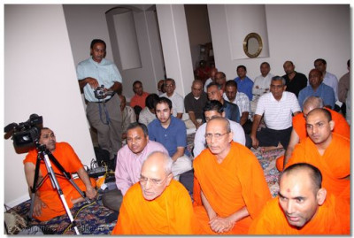 Sants and disciples listen to Acharya Swamishree's divine blessings