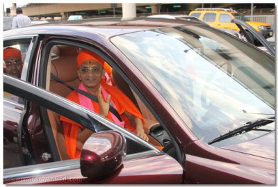 His Divine Holiness Acharya Swamishree departs Newark airport towards Shree Swaminarayan Temple New Jersey