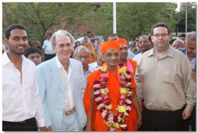His Divine Holiness Acharya Swamishree gives darshan with local businessmen