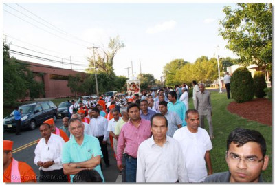 Disciples lead the welcoming procession just outside of Shree Swaminarayan Temple New Jersey