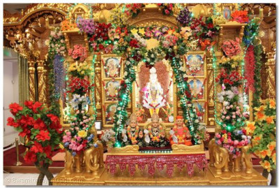 Lord Swaminarayanbapa Swamibapa gives darshan sat in a beautiful golden hindola decorated with flowers and lights