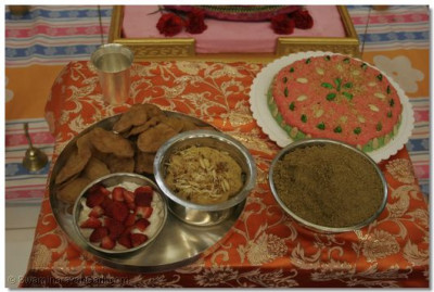 Devotees prepared various foods for Lord Swaminarayan on his auspicious birthday