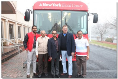 Secaucus Mayor Michael Gonnelli and organizing members in front of the blood donation vehicle