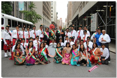 Swamibapa Pipe Band and temple volunteers pose for a picture at the end of the parade route
