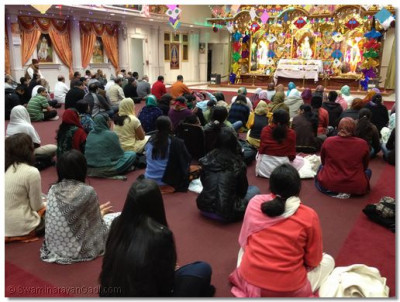Disciples sing kirtans to please Lord Swaminarayanbapa Swamibapa