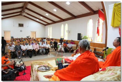 Numerous disciples joined to listen to religious discourses by sants and ashirwad from Acharya Swamishree