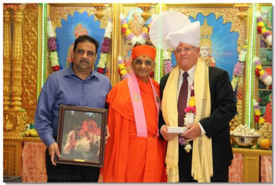 Acharya Swamishree with the honored guest and a disciple