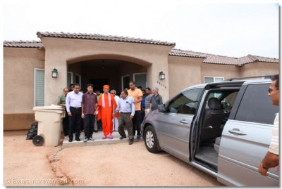 Acharya Swamishree departs for Los Angeles