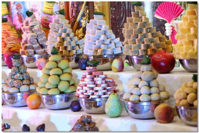 Sweets offered to Lord Swaminarayanbapa Swamibapa in the annkut