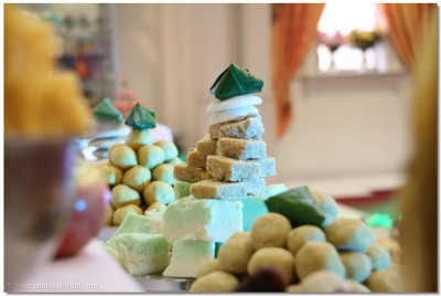 A paan is delicately balanced atop a pyramid of sweets
