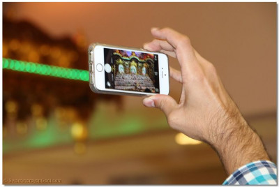 Disciples wish to remember the start of their New Year by taking pictures of the annkut darshan