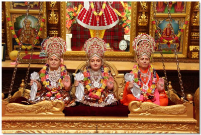 Lord Shree Swaminarayan, Jeevanpran Shree Abji Bapashree, and Jeevanpran Shree Muktajeevan Swamibapa gently swinging on the hindolo