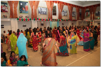 Numerous disciples from across the United States gathered for the samuh raas