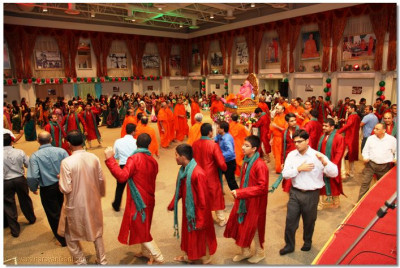 Sants and Disciples dance to kirtans to please Lord Swaminarayanbapa Swamibapa