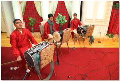 Disciples of Swamibapa Music Group play the dhol