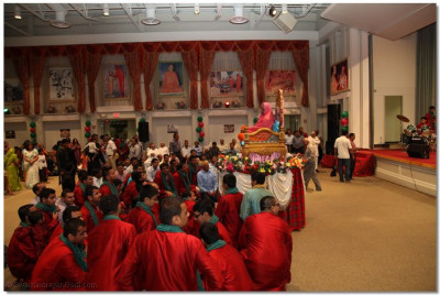 Disciples perform sanedo/valido to please Lord Swaminarayanbapa Swamibapa