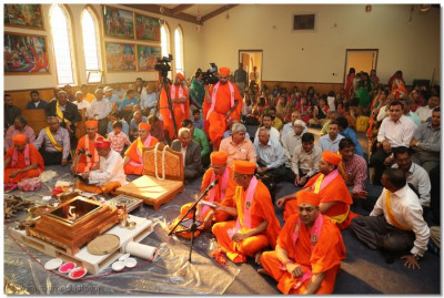 Sants and disciples gathered in the temple for the conclusion of the Yagna ceremony