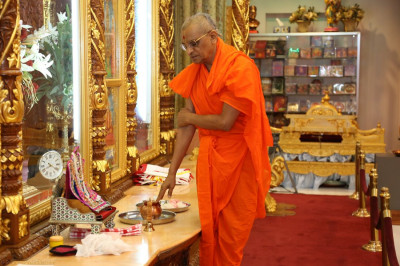 Acharya Swamishree performs the 13th patotsav ceremony at Shree Swaminarayan Temple New Jersey